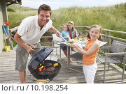 Купить «Family on vacation having barbecue», фото № 10198254, снято 20 апреля 2018 г. (c) PantherMedia / Фотобанк Лори