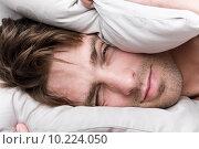 Купить «Привлекательный молодой человек просыпается», фото № 10224050, снято 9 июня 2015 г. (c) Дмитрий Булин / Фотобанк Лори