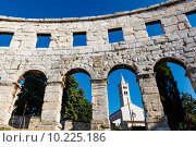 Купить «White Church Framed in the Arch of Ancient Roman Amphitheater in», фото № 10225186, снято 18 февраля 2019 г. (c) PantherMedia / Фотобанк Лори