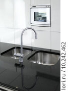 Купить «kitchen faucet and oven modern black and white», фото № 10242462, снято 17 октября 2018 г. (c) PantherMedia / Фотобанк Лори