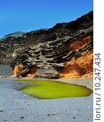 Купить «Lanzarote El Golfo Lago de los Clicos», фото № 10247434, снято 22 апреля 2019 г. (c) PantherMedia / Фотобанк Лори