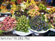 Купить «fresh fruit at the greengrocer», фото № 10282762, снято 23 июля 2019 г. (c) PantherMedia / Фотобанк Лори