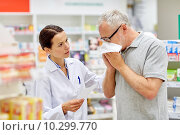 Купить «pharmacist and senior man with flu at pharmacy», фото № 10299770, снято 27 июня 2015 г. (c) Syda Productions / Фотобанк Лори
