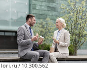 Купить «smiling businessmen with paper cups outdoors», фото № 10300562, снято 19 августа 2014 г. (c) Syda Productions / Фотобанк Лори