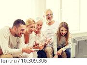 Купить «happy family watching tv at home», фото № 10309306, снято 21 августа 2014 г. (c) Syda Productions / Фотобанк Лори