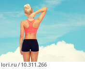 Купить «sporty woman touching her neck», фото № 10311266, снято 8 мая 2014 г. (c) Syda Productions / Фотобанк Лори