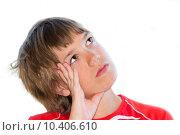 Купить «Мечтательный подросток на белом фоне», фото № 10406610, снято 28 мая 2018 г. (c) Недзельская Татьяна / Фотобанк Лори