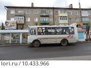 Купить «Кинешма, автобус на улице 50-летия Комсомола», эксклюзивное фото № 10433966, снято 3 мая 2015 г. (c) Дмитрий Неумоин / Фотобанк Лори