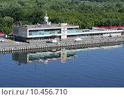 Южный речной вокзал. Река Москва (2015 год). Редакционное фото, фотограф Александр Ледовской / Фотобанк Лори