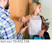 Купить «adult watching how spouse moving out with baggage», фото № 10472134, снято 22 октября 2019 г. (c) Яков Филимонов / Фотобанк Лори