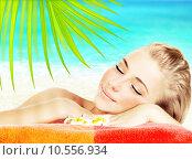 Купить «Enjoying spa beach resort», фото № 10556934, снято 26 июня 2019 г. (c) PantherMedia / Фотобанк Лори