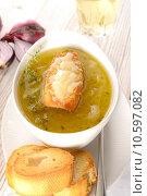 Купить «French onion soup», фото № 10597082, снято 18 июля 2019 г. (c) PantherMedia / Фотобанк Лори
