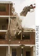 Купить «Demolishing a block of flats», фото № 10675862, снято 19 марта 2019 г. (c) PantherMedia / Фотобанк Лори