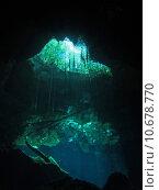 Купить «jungle dive cave refraction mirroring», фото № 10678770, снято 18 ноября 2018 г. (c) PantherMedia / Фотобанк Лори