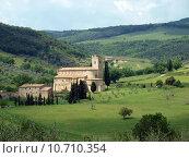 Купить «Sant Antimo Abbey near Montalcino in Tuscany, Italy», фото № 10710354, снято 8 декабря 2019 г. (c) PantherMedia / Фотобанк Лори