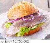 Купить «Seafood burger», фото № 10753062, снято 22 мая 2019 г. (c) PantherMedia / Фотобанк Лори