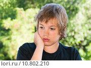 Купить «Задумчивый подросток», фото № 10802210, снято 20 июля 2015 г. (c) Недзельская Татьяна / Фотобанк Лори