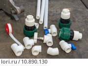 Все необходимое для установки пластиковых труб. Стоковое фото, фотограф Андрей Черников / Фотобанк Лори