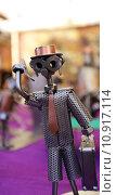 Купить «Metal Figure, Steel Sculpture, Man on the mobile phone», фото № 10917114, снято 17 января 2020 г. (c) PantherMedia / Фотобанк Лори