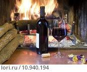 Купить «a glass of wine  in front of a fireplace», фото № 10940194, снято 15 ноября 2018 г. (c) PantherMedia / Фотобанк Лори