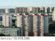 Купить «Спальный район. Санкт-Петербург», фото № 10978586, снято 1 августа 2015 г. (c) Ирина Новак / Фотобанк Лори