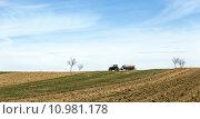 Купить «field horizon tractor trailer acre», фото № 10981178, снято 18 февраля 2019 г. (c) PantherMedia / Фотобанк Лори