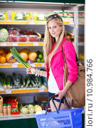 Купить «Beautiful young woman shopping in a grocery store/supermarket (color toned image)», фото № 10984766, снято 15 ноября 2018 г. (c) PantherMedia / Фотобанк Лори