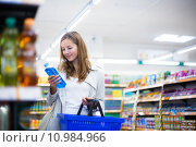 Купить «Beautiful young woman shopping in a grocery store/supermarket», фото № 10984966, снято 15 ноября 2018 г. (c) PantherMedia / Фотобанк Лори