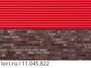 Купить «Brick wall with metal plate», фото № 11045822, снято 20 ноября 2019 г. (c) PantherMedia / Фотобанк Лори