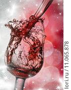 Купить «Red wine against silvery fireworks», фото № 11065878, снято 22 января 2019 г. (c) PantherMedia / Фотобанк Лори