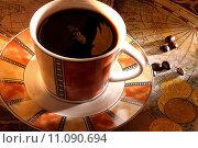 Купить «Exploring treasures with a cup of coffee», фото № 11090694, снято 21 апреля 2019 г. (c) PantherMedia / Фотобанк Лори
