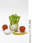 Купить «vegetable tomatoes garlic still life», фото № 11191006, снято 19 марта 2019 г. (c) PantherMedia / Фотобанк Лори