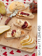 Купить «cheese,bread and fresh pears», фото № 11264450, снято 15 декабря 2018 г. (c) PantherMedia / Фотобанк Лори