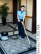 Купить «Staff cleaning carpet with a vacuum cleaner», фото № 11353754, снято 13 ноября 2019 г. (c) PantherMedia / Фотобанк Лори