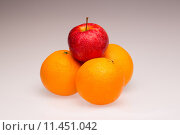 Купить «apple quality apples difference distinction», фото № 11451042, снято 20 марта 2019 г. (c) PantherMedia / Фотобанк Лори