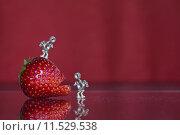 Купить «red metal iron strawberry screw», фото № 11529538, снято 16 февраля 2019 г. (c) PantherMedia / Фотобанк Лори