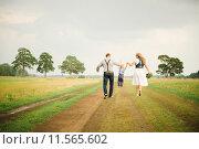 Купить «Семья», фото № 11565602, снято 24 августа 2014 г. (c) Захар Гончаров / Фотобанк Лори