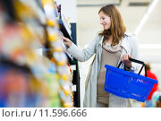 Купить «Beautiful young woman shopping in a grocery store/supermarket », фото № 11596666, снято 15 ноября 2018 г. (c) PantherMedia / Фотобанк Лори