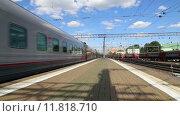 Купить «Поезд на Казанском вокзале в Москве», видеоролик № 11818710, снято 26 августа 2015 г. (c) Владимир Журавлев / Фотобанк Лори