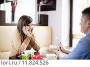 Купить «Young man giving a watch his girlfriend on Valentine's Day», фото № 11824526, снято 26 апреля 2019 г. (c) PantherMedia / Фотобанк Лори