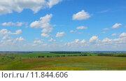 Купить «Летний пейзаж с облачным небом, timelapse», видеоролик № 11844606, снято 12 июля 2015 г. (c) Михаил Коханчиков / Фотобанк Лори