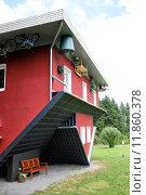 Купить «red building house skew schiefes», фото № 11860378, снято 19 июля 2018 г. (c) PantherMedia / Фотобанк Лори
