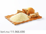 Купить «Stale bread and finely ground breadcrumbs», фото № 11966690, снято 19 августа 2018 г. (c) PantherMedia / Фотобанк Лори
