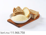 Купить «Stale bread and finely ground breadcrumbs», фото № 11966758, снято 19 августа 2018 г. (c) PantherMedia / Фотобанк Лори