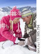 Купить «Smiling couple laying together in snow», фото № 11985794, снято 25 июня 2019 г. (c) PantherMedia / Фотобанк Лори