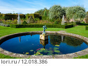 Купить «English Landscape garden in Summertime with fishpond and statue», фото № 12018386, снято 20 апреля 2019 г. (c) PantherMedia / Фотобанк Лори