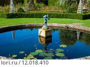 Купить «English Landscape garden in Summertime with fishpond and statue», фото № 12018410, снято 20 апреля 2019 г. (c) PantherMedia / Фотобанк Лори