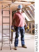 Купить «Construction worker wearing protective mask and holding tools in attic», фото № 12104466, снято 21 марта 2019 г. (c) PantherMedia / Фотобанк Лори