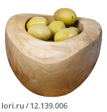 Купить «olives in wooden bowl close up isolated on white», фото № 12139006, снято 10 июля 2020 г. (c) PantherMedia / Фотобанк Лори
