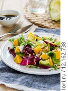 Купить «Avocado with Mango,Rocket and Walnut salad», фото № 12162738, снято 23 февраля 2019 г. (c) PantherMedia / Фотобанк Лори